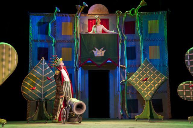 В акции принимают участие более 100 театров из 17 городов страны.