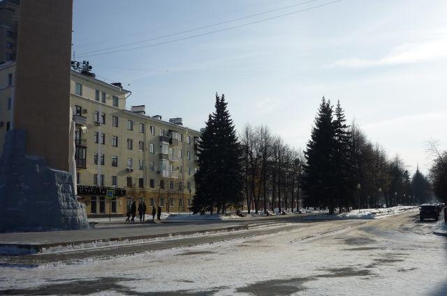 Автолюбитель заплатит 2 000 рублей за езду по аллее Героев.
