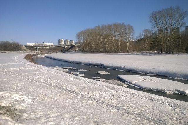 По предварительной оценке специалистов, реки города начнут вскрываться в первой декаде апреля.