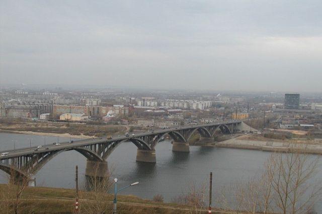 Ремонт ограждений безопасности наМолитовском мосту продлится около месяца