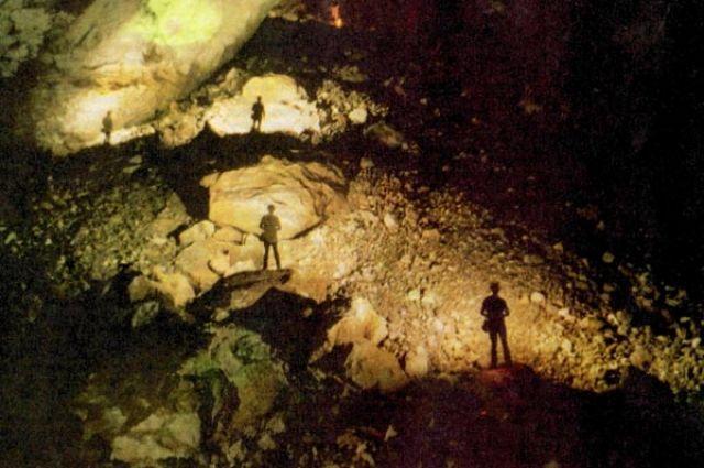 Спелеотуристов манит под землю необычная красота пещер.