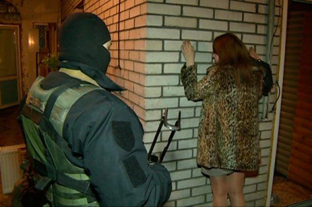 Девушки возбуждающие мальчика проститутка