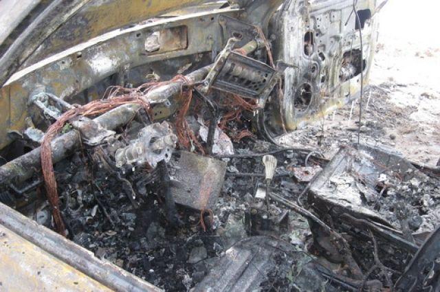 Автомобиль полностью выгорел