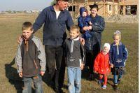 В Ноябрьске готовят участки для многодетных семей.