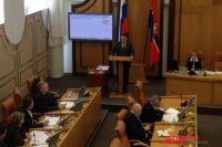 После того как глава города Эдхам Акбулатов представил отчёт о результатах работы муниципалитета в 2016 году, депутат Александр Негруцкий спросил его, пойдёт ли он на второй срок.