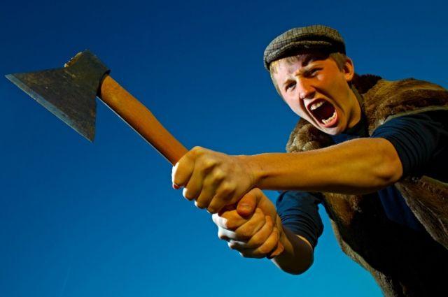 Сумасшедший с тесаком изрубил юного петербуржца ибросил истекать кровью