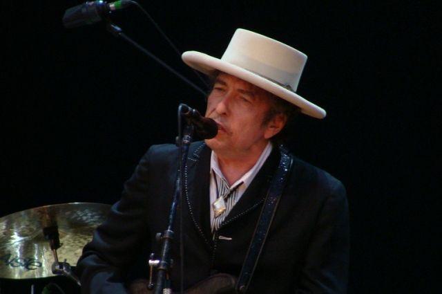 Бобу Дилану вручили Нобелевскую премию вСтокгольме