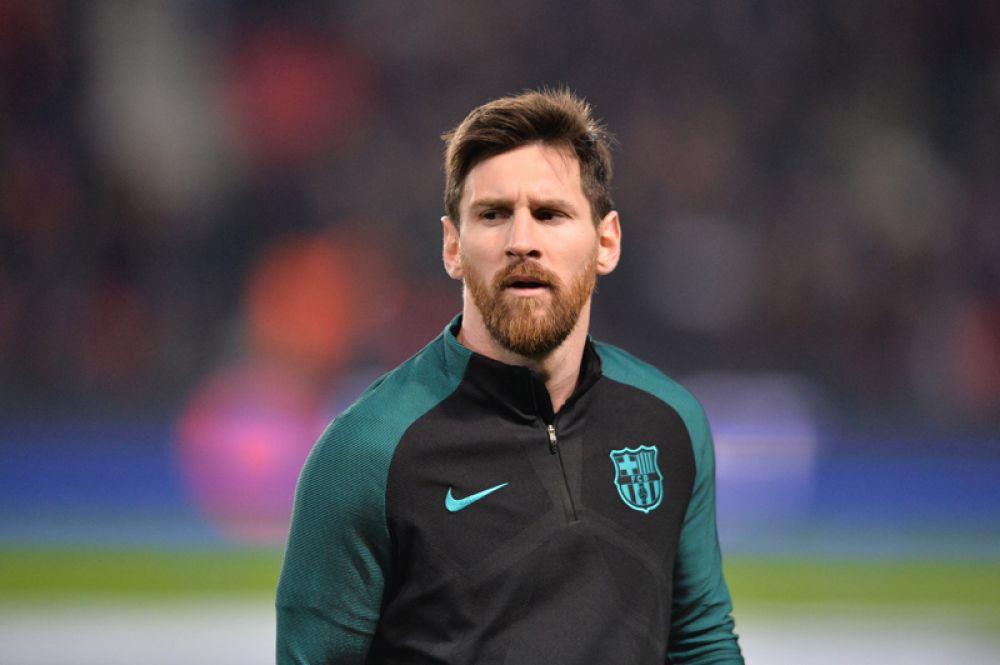 На втором месте нападающий футбольного клуба «Барселона» Лионель Месси — 76,5 млн евро.