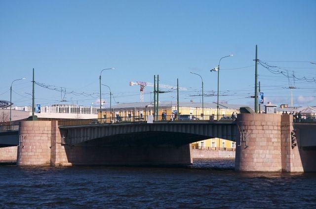 Реконструкция Тучкова моста вПетербурге закончится через год