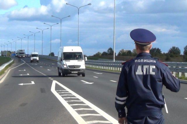 Полиция устроит в Калининграде охоту на водителей с мобильными телефонами.