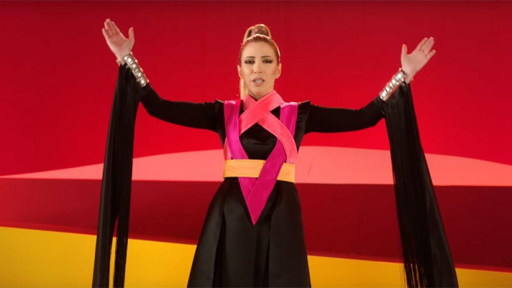 Участница 2-го сезона шоу «Голос», певица Арцвик представит Армению с песней «Fly With Me» («Лети со мной»).