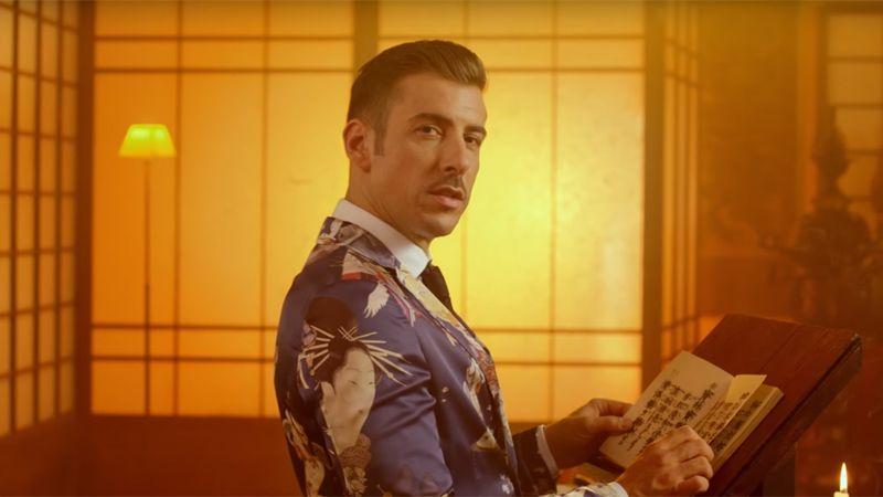 По прогнозам букмекеров, победителем «Евровидения» может стать хорошо известный на родине 34-летний итальянец Франческо Габбани. На конкурсе он исполнит песню «Occidentali's Karma» («Западная Карма»).