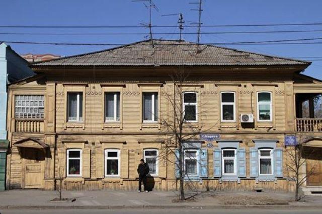 На фотографии 2015 года здание не выглядит ветхим.