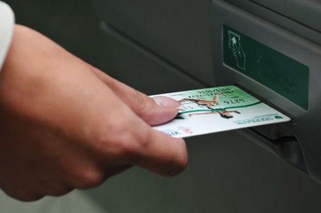 В Бузулуке мужчина нашел чужую банковскую карту и снял с нее деньги
