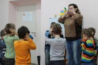 Дети с ограниченными возможностями на уроке педагога-психолога Любови Талалаевой.