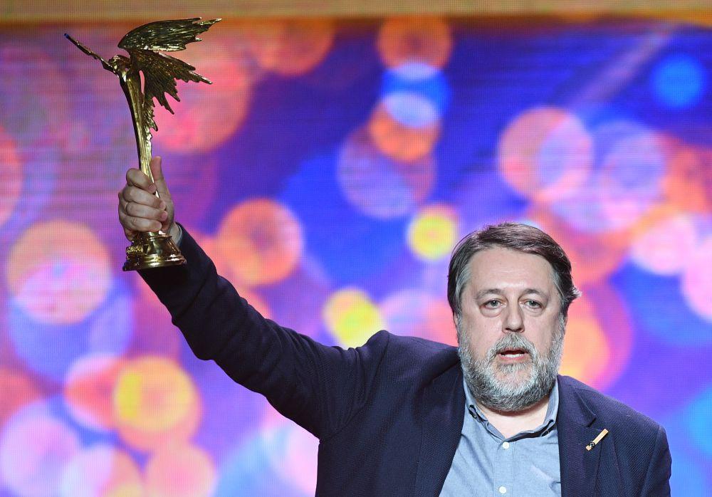 Лучший неигровой фильм — Виталий Манский («В лучах солнца»).