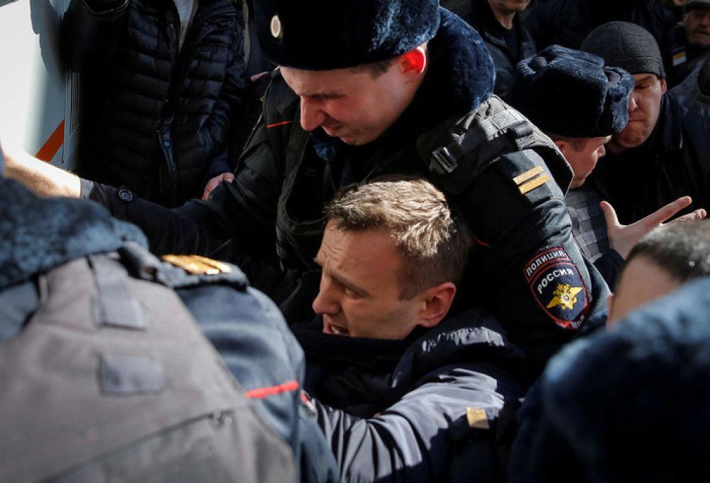 Алексея Навального задержали через несколько минут, после того как он вышел из метро