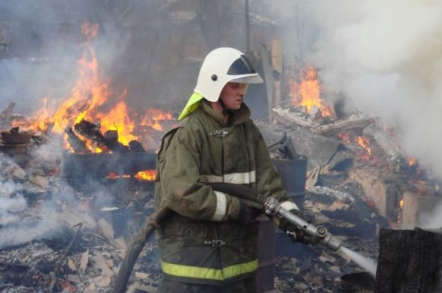 ВВоронеже cотрудники экстренных служб эвакуировали людей из-за пожара вдоме наулице Минская