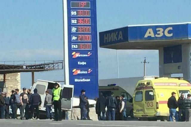 ВДагестане маршрутка спассажирами врезалась вАЗС