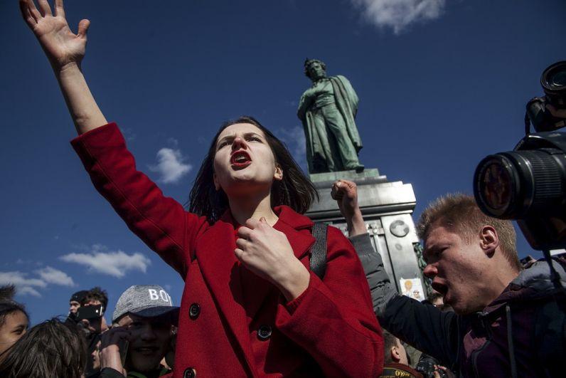 Московская власть хотела перенести митинг из центра города на окраину, но Алексей Навальный призвал всех выходить именно в центр