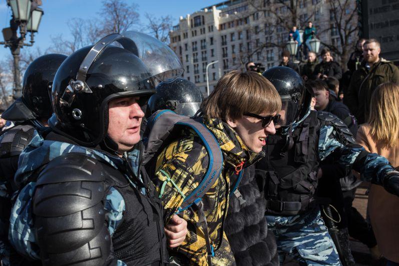 Правоохранители задерживали всех подряд, не обращая внимание на возраст или пол