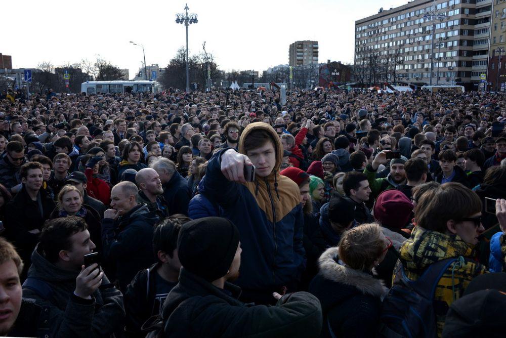 На митинг вышли тысячи людей