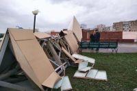 Порывом ветра в Волгодонске сбросило с постамента многотонную стелу.