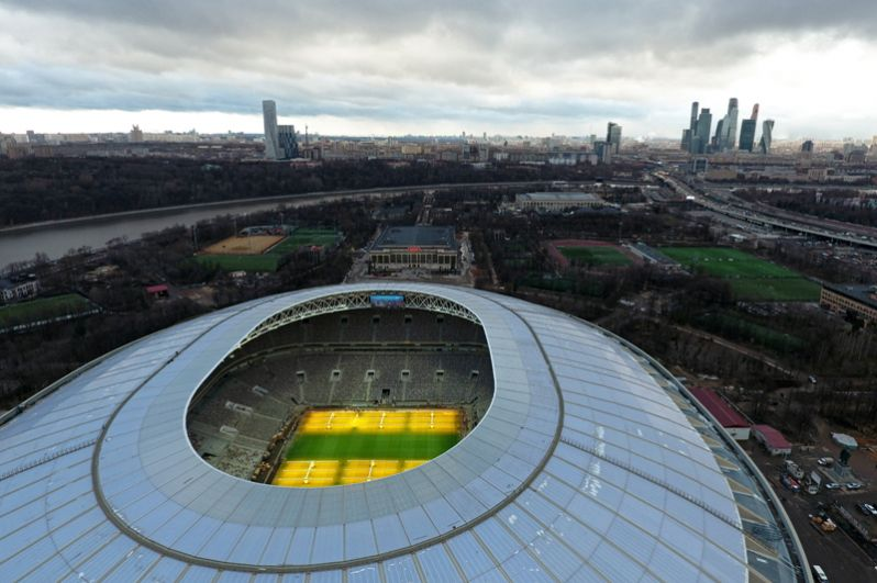 На верхнем уровне «Лужников» создана смотровая площадка, доступная для посещения в те дни, когда на стадионе нет мероприятий. Таким образом, у знаменитой смотровой площадки на Воробьёвых горах появится «зеркальное отражение» на другом берегу Москвы-реки.