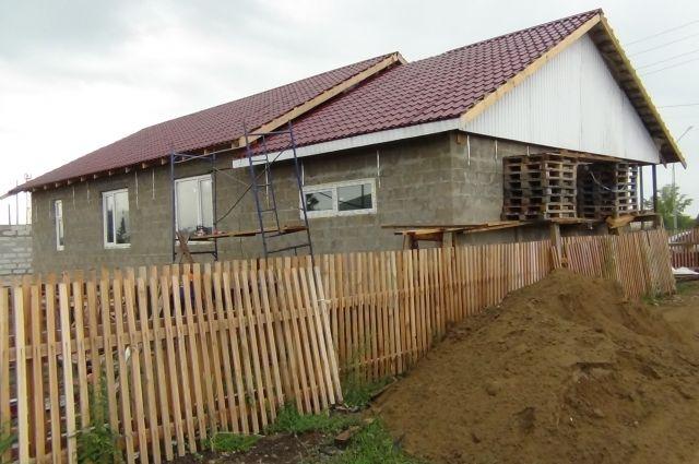 Дома построили до конца 2015 года, денег за работу строители не получили до сих пор.