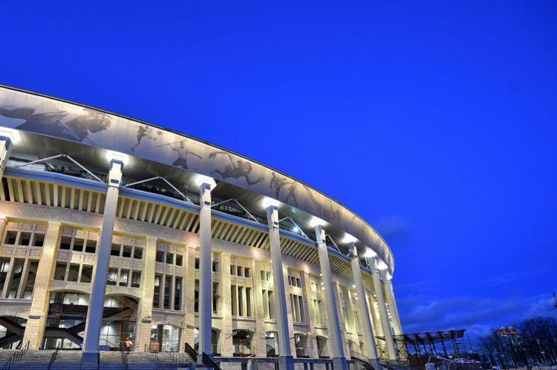 Также на стадионе установлена система архитектурной подсветки фасадной стены, работающей в трёх режимах.