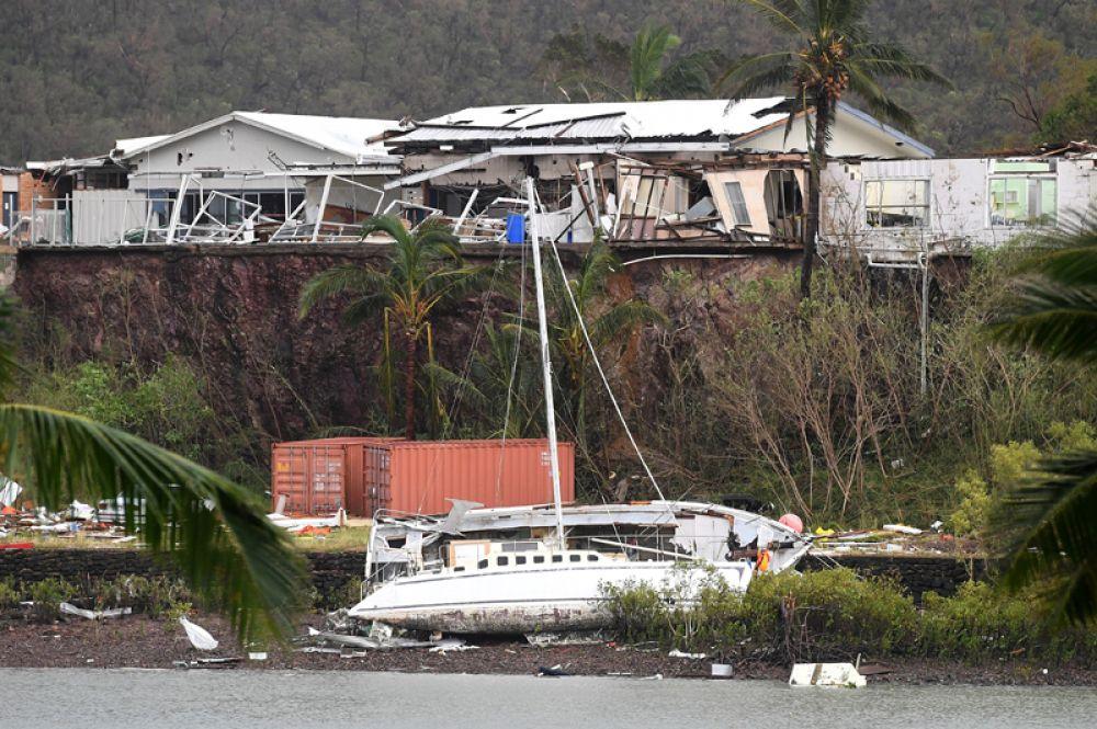 В прибрежном городе Арли Бич в штате Квинсленд «Дебби» вызвал оползень.