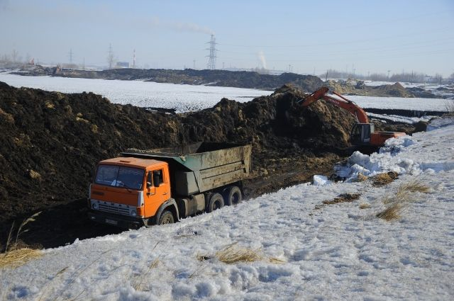 На буферном пруду ОНПЗ идут земляные работы