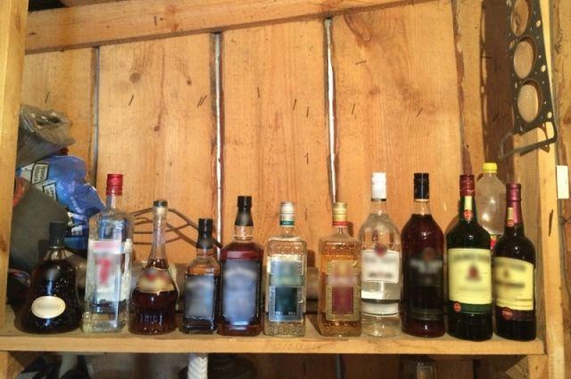 Полицейские Заозерного отыскали склад с1400 бутылками поддельной водки «Талка»
