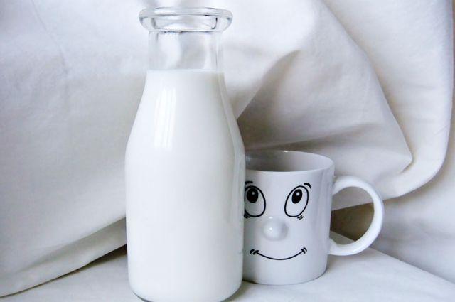 Злоумышленники старались сливать не так много молока, чтобы не потерять в его жирности