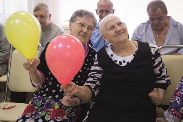 Пожилым людям как никому важно внимание.