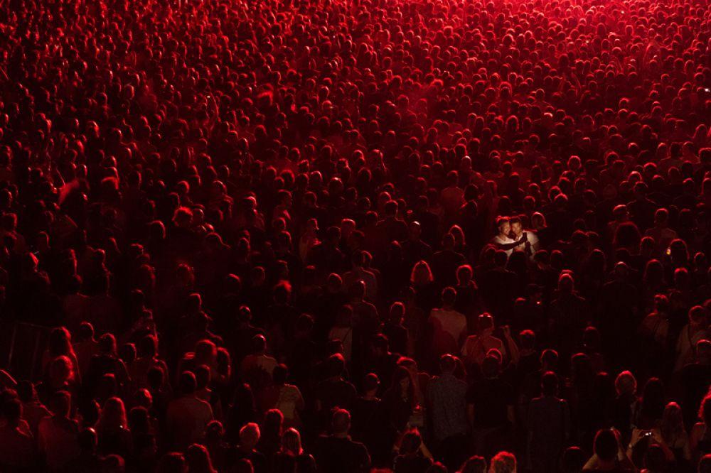 Победитель в национальном конкурсе из Сербии. Фотография была сделана на концерте Massive Attack в Пуле, Хорватия.