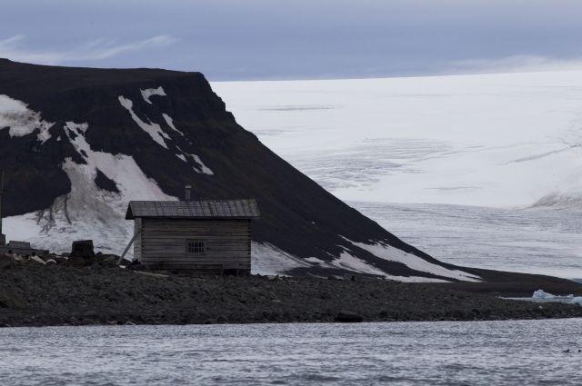 Остров в архипелаге Земля Франца-Иосифа.