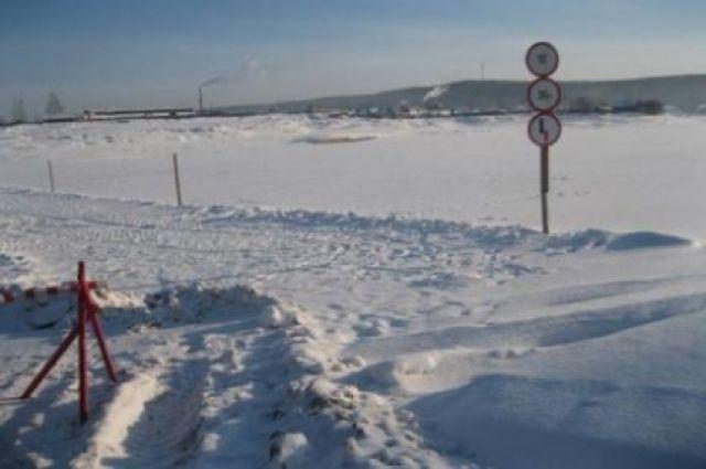Ледовая переправа в Иркутской области.
