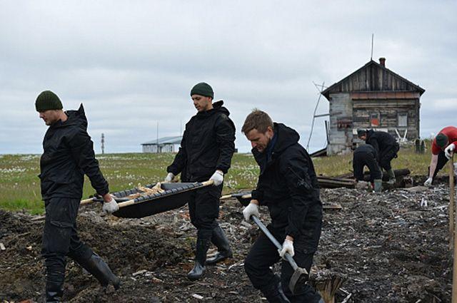 Волонтеры вывезли с острова Белый более тонны металлолома.