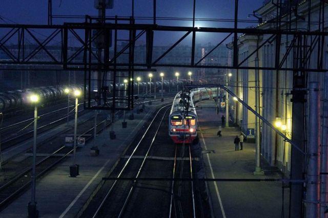 Пассажирский поезд «Иркутск-Кисловодск» сбил человека на станции Яшкино.