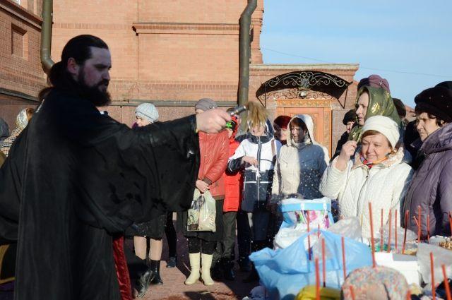 Православные отмечают Пасху.