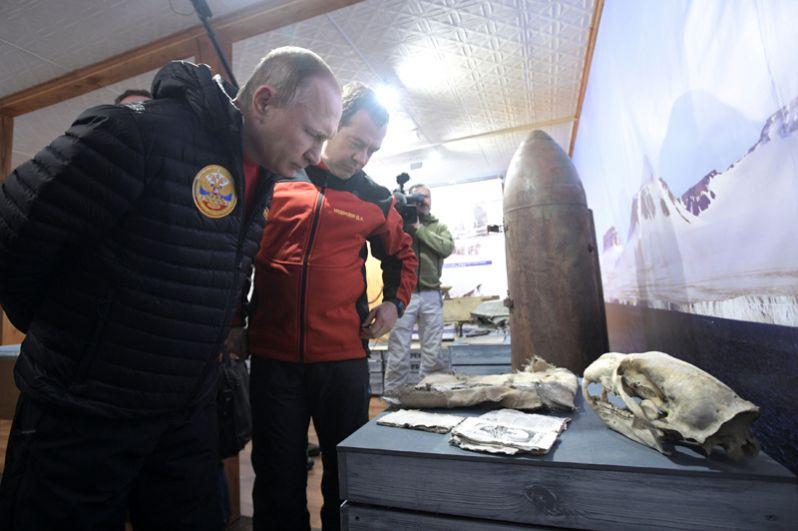 Первые лица посетили также полевую базу «Омега» в Российском арктическом национальном парке.