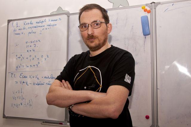 Математик - автор замечательной книги для школьников «Взвешивания и алгоритмы. От головоломок к задачам».