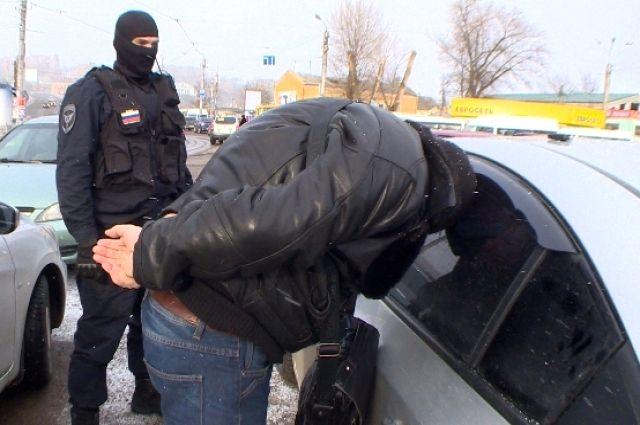 ВКрасноярском крае мужчина выпрыгнул изавто, чтобы сбежать отполицейских