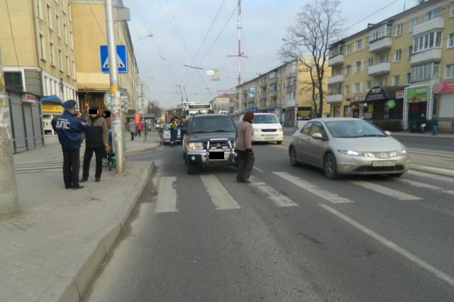 Двухлетний мальчик на велосипеде пострадал на пешеходном в Калининграде.