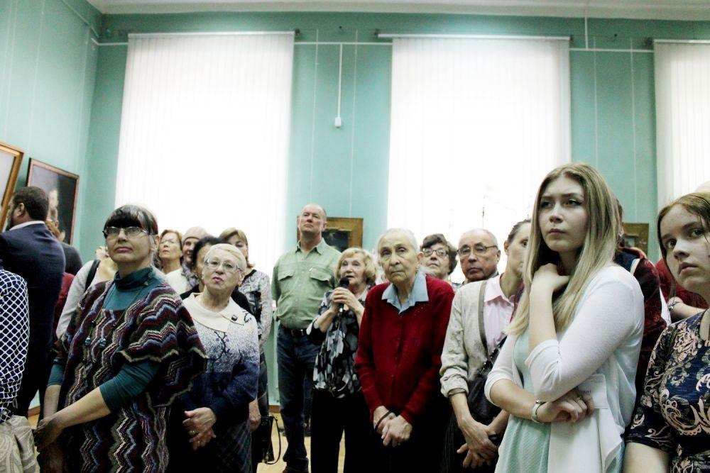 Как выяснилось, в Иркутске довольно много поклонников творчества гения морского пейзажа.