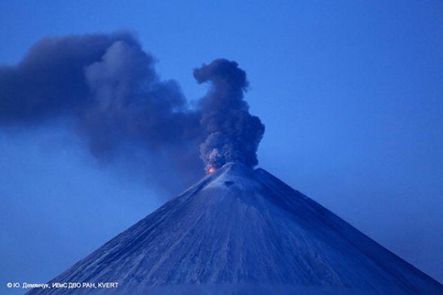 Для вулканологов пробуждение вулкана Камбальный наКамчатке стало полной неожиданностью