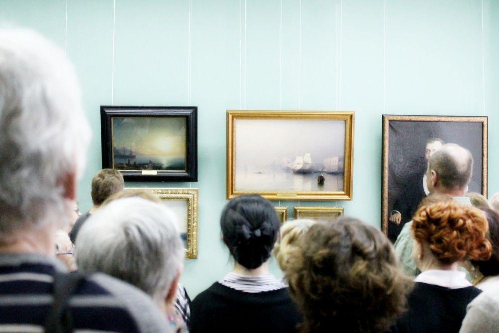 На экскурсии можно было услышать много нового о произведениях Айвазовского и его современников.