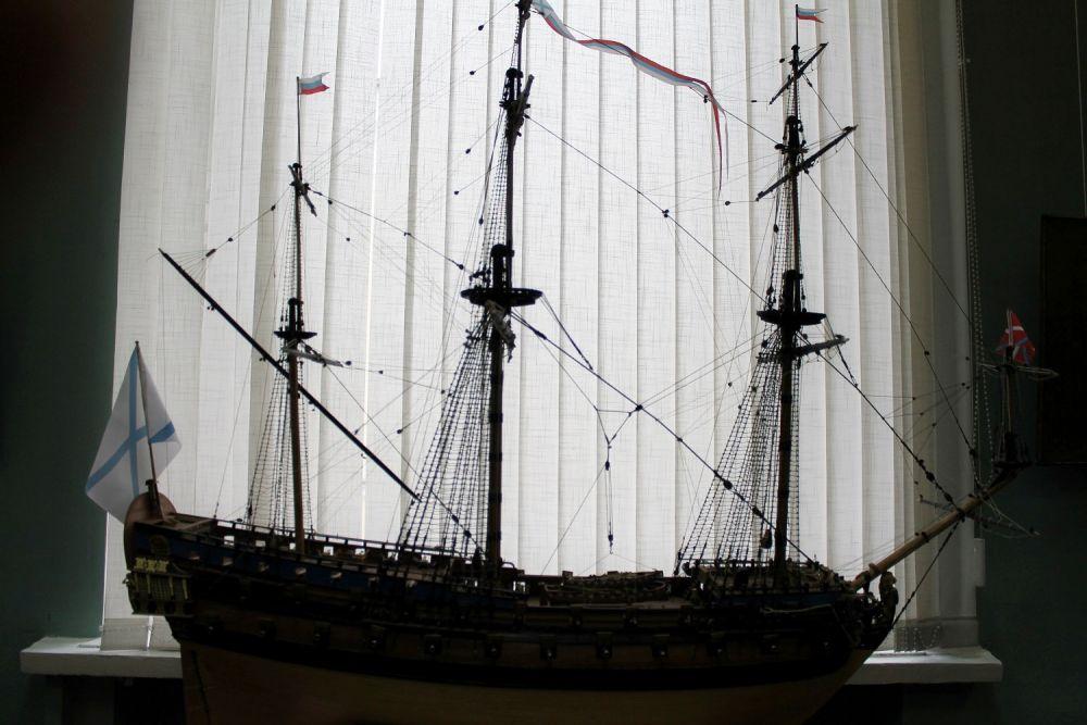 Кроме того, представлена и коллекция моделей кораблей, дополняющая морскую тематику экспозиции.