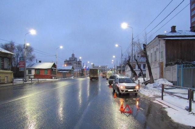В Оренбурге в ДТП на улице Рыбаковской пострадал человек